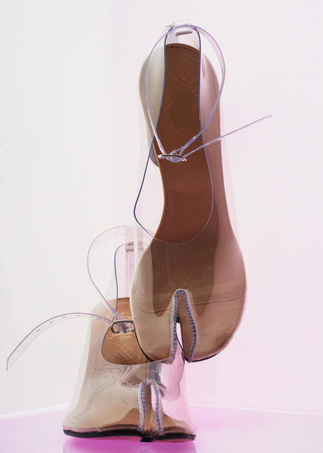 Tabi pumps, in leather and PVC, Maison Margiela, € 790.