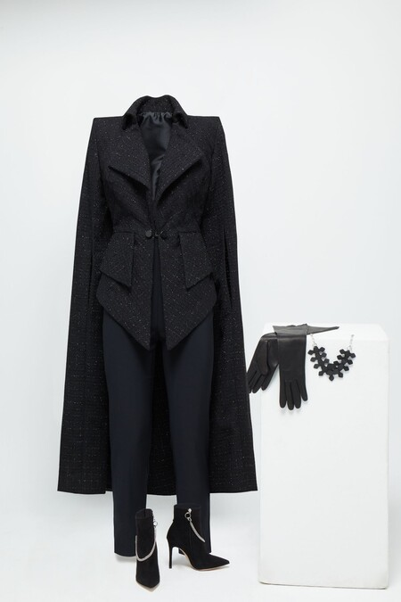 Jenny Beavan Para Cruella Jacket With Black Tweed Cape With Silver Details And Black Elastic Pants More Accessories