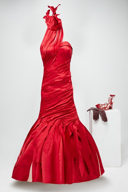 Jenny Beavan Para Cruella Draped And Satin Red Dress With Halter Neck And Open Back More Accessories