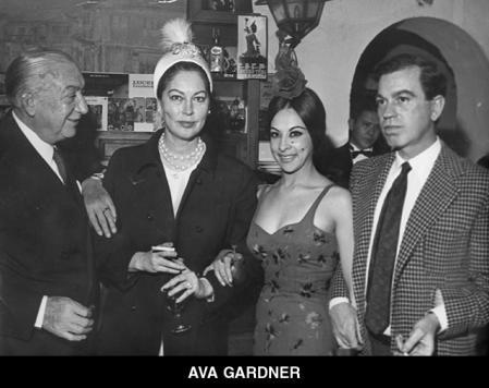 Ava Gardner, with Chicote, Lucero Tena and journalist Jorge Fiestas (first on the right)