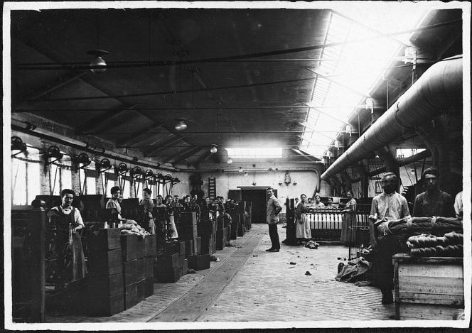 The Cosserat d'Amiens factory, founded in 1794, employed 1,100 workers at the height of its development.