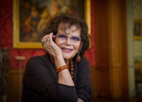 Italian actress Claudia Cardinale poses at the Tours museum in 2015. / AFP