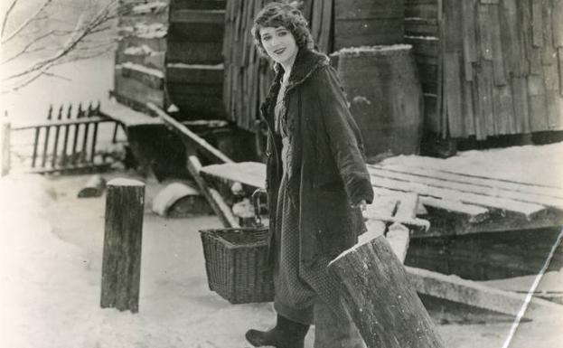 Mary Pickford, in 'Tess in the Land of Storms'.