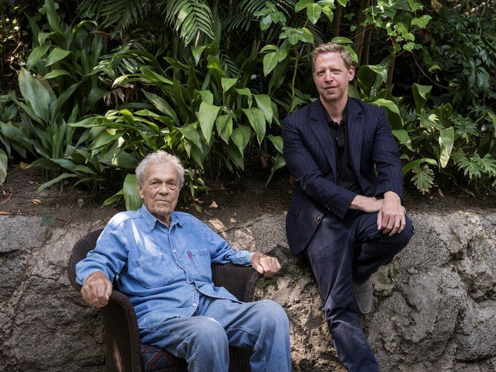 """Scotty Bowers y Matt Tyrnauer, director de """"Scotty and the Secret History of Hollywood"""" en 2018. Foto: The New York Times."""