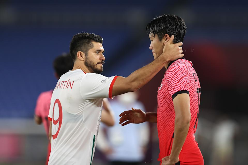 YOKOHAMA, JAPAN - JULY 31: Dujae Won #15 of Team South Korea is consoled by Henry Martin #9 of Team Mexico following the Men's Quarter Final match between Republic Of Korea and Mexico on day eight of the Tokyo 2020 Olympic Games at International Stadium Yokohama on July 31, 2021 in Yokohama, Kanagawa, Japan. (Photo by Francois Nel/Getty Images)