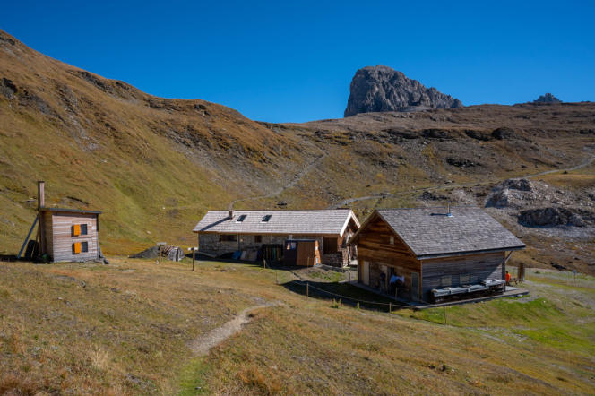 The Col du Palet refuge, located in the town of Peisey-Nancroix (Savoie), offers a privileged view of three valleys.