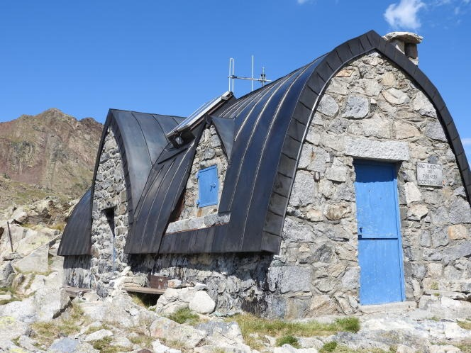 Built in 1896, the Packe refuge, in the Hautes-Pyrénées, is distinguished by its ogive shape.