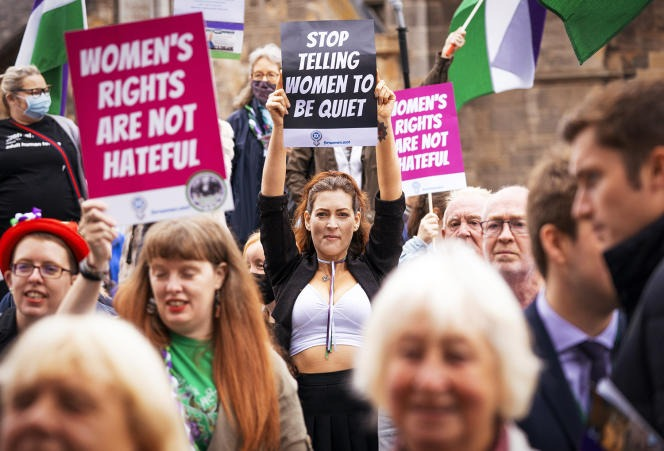On September 2, members of the feminist group For Women Scotland demonstrate against the revision of the Gender Recognition Act supported by Nicola Sturgeon.