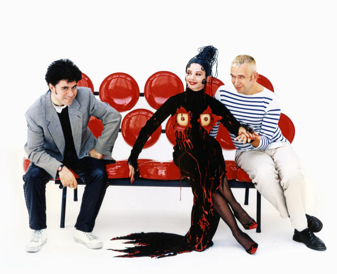 Pedro Almod�var, Victoria Abril and Jean Paul Gaultier on the set of Kika, in 1994